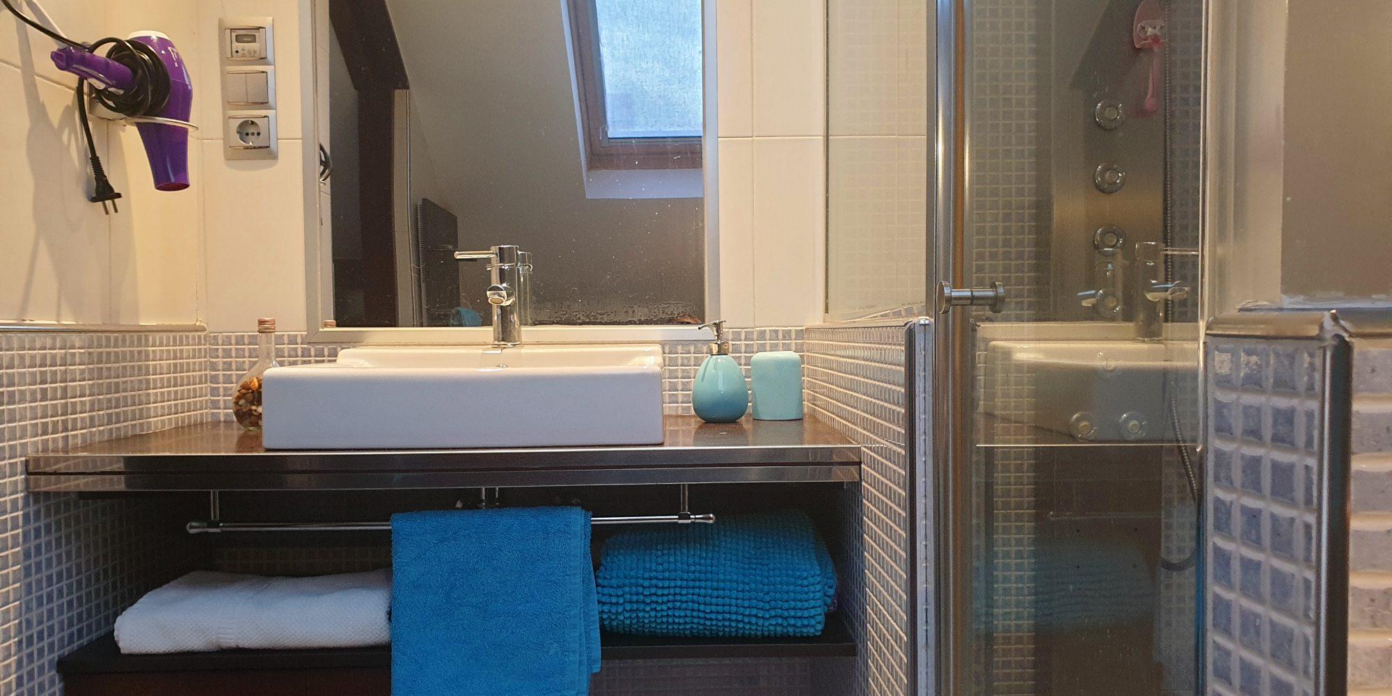lavabo-baño-toallas-casaomillon